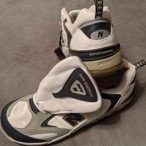 New Balance NEW M1122MC Sneakers
